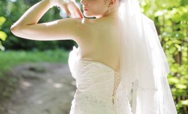 背中ニキビ 結婚式